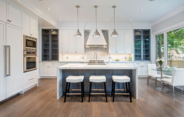 Luxury Kitchen in Mid Town Toronto
